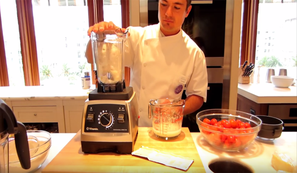 Vitamix Model Pro Series 750 dry container for pizza making